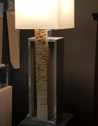 Lansmann: Sandstein Stehlampe