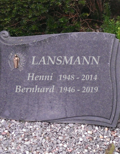 Lansmann: Grabstein Schriftrolle
