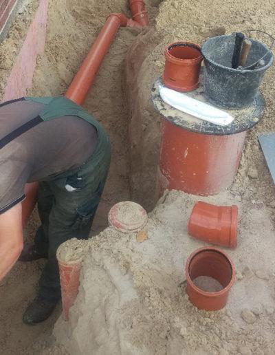 Lansmann: Verlegung Regenwasserrohre