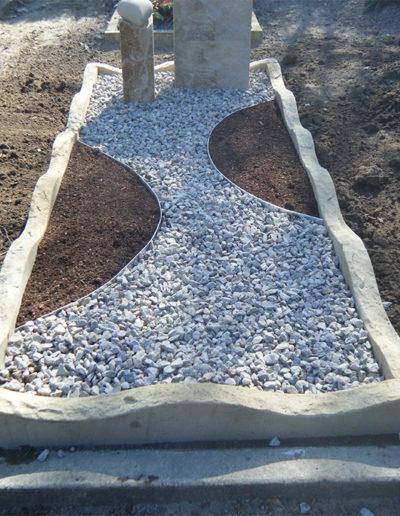 Lansmann: Grabeinfassung bossiert