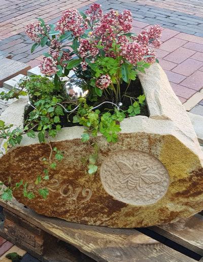 Lansmann: Blumentrog Sandstein