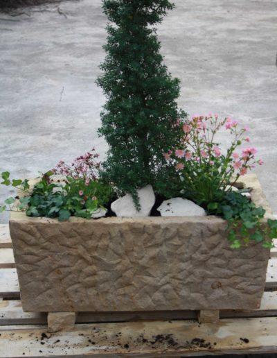 Lansmann: Blumentrog aus Sandstein