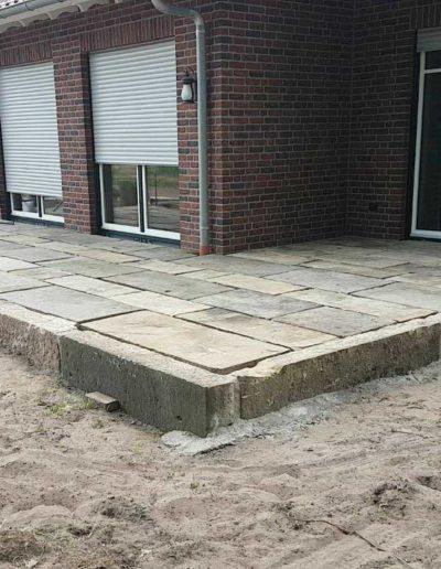Lansmann: Terrasse mit alten Sandsteinplatten